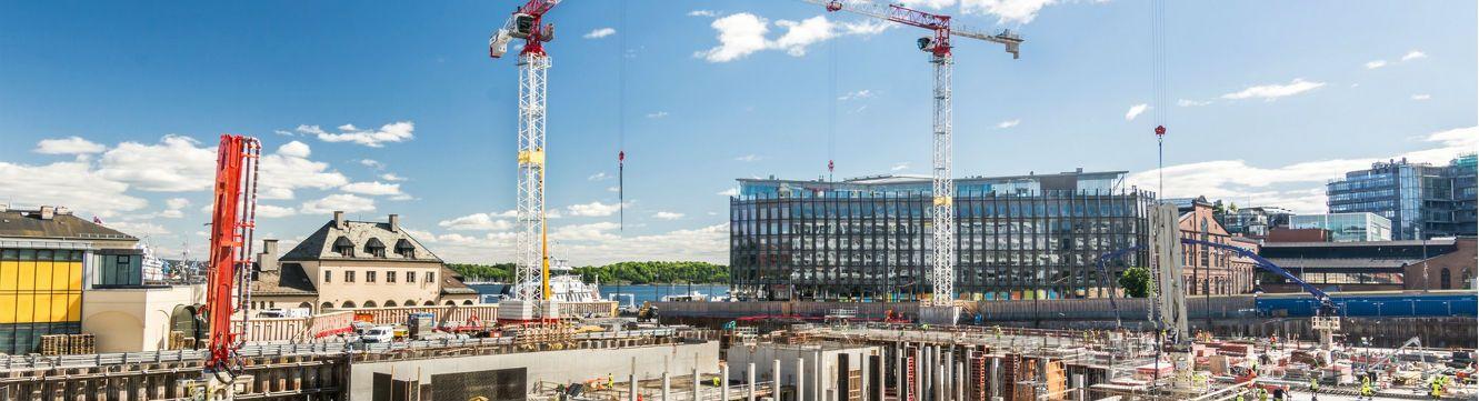 Vue sur un chantier en construction, en agglomération